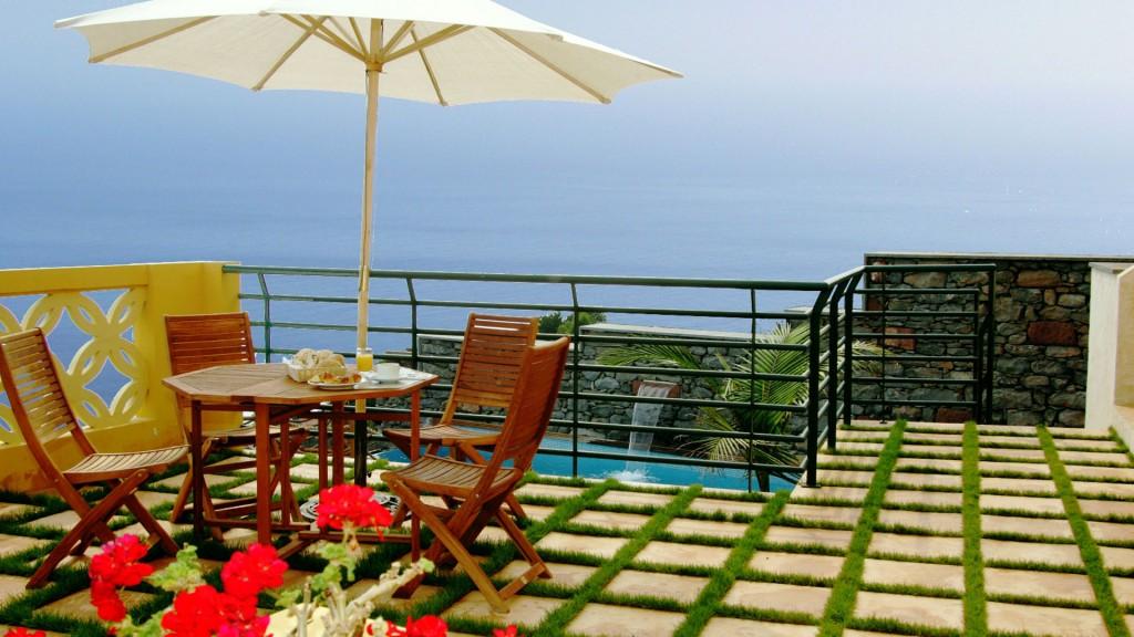 Terrasse-på-hotel-Colina-Faja---Madeira-Portugal-Hideaways